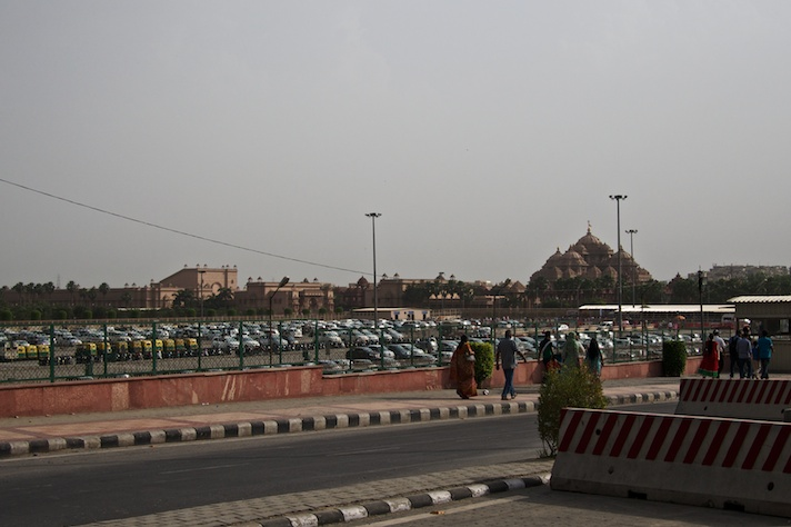 The approach to Akshardham from the eponymous metro stop