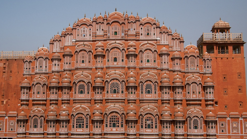hawa mahal, where royal women watched the outside world
