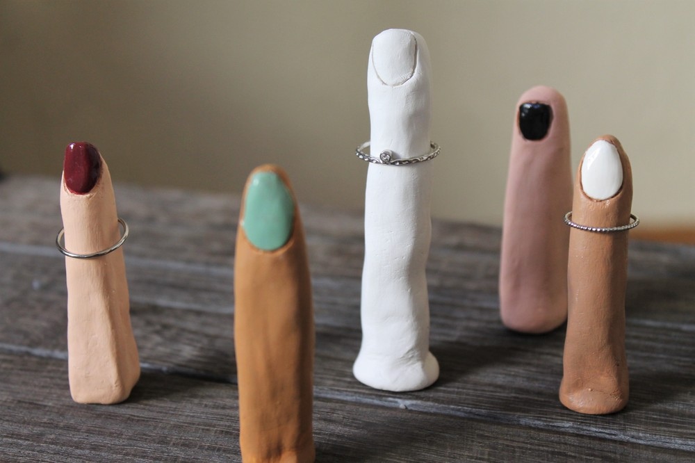 DIY: Clay Ring Holder via Maritza Garcia.