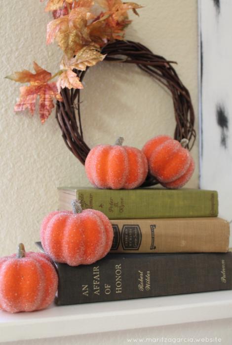 Tiny Frosted Pumpkins Fall Decor | via Maritza Garcia