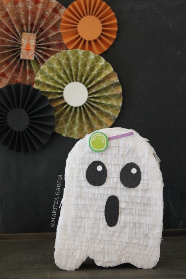 Mini Ghost Pinata | via Maritza Garcia.