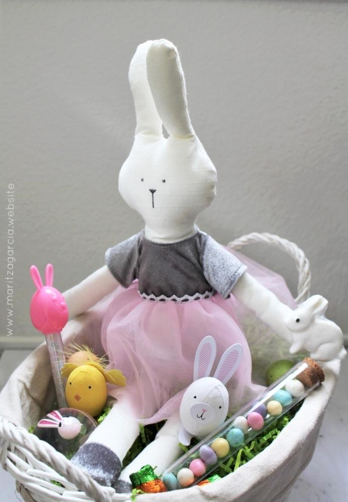 Modern Easter Gift Basket | www.maritzagarcia.website