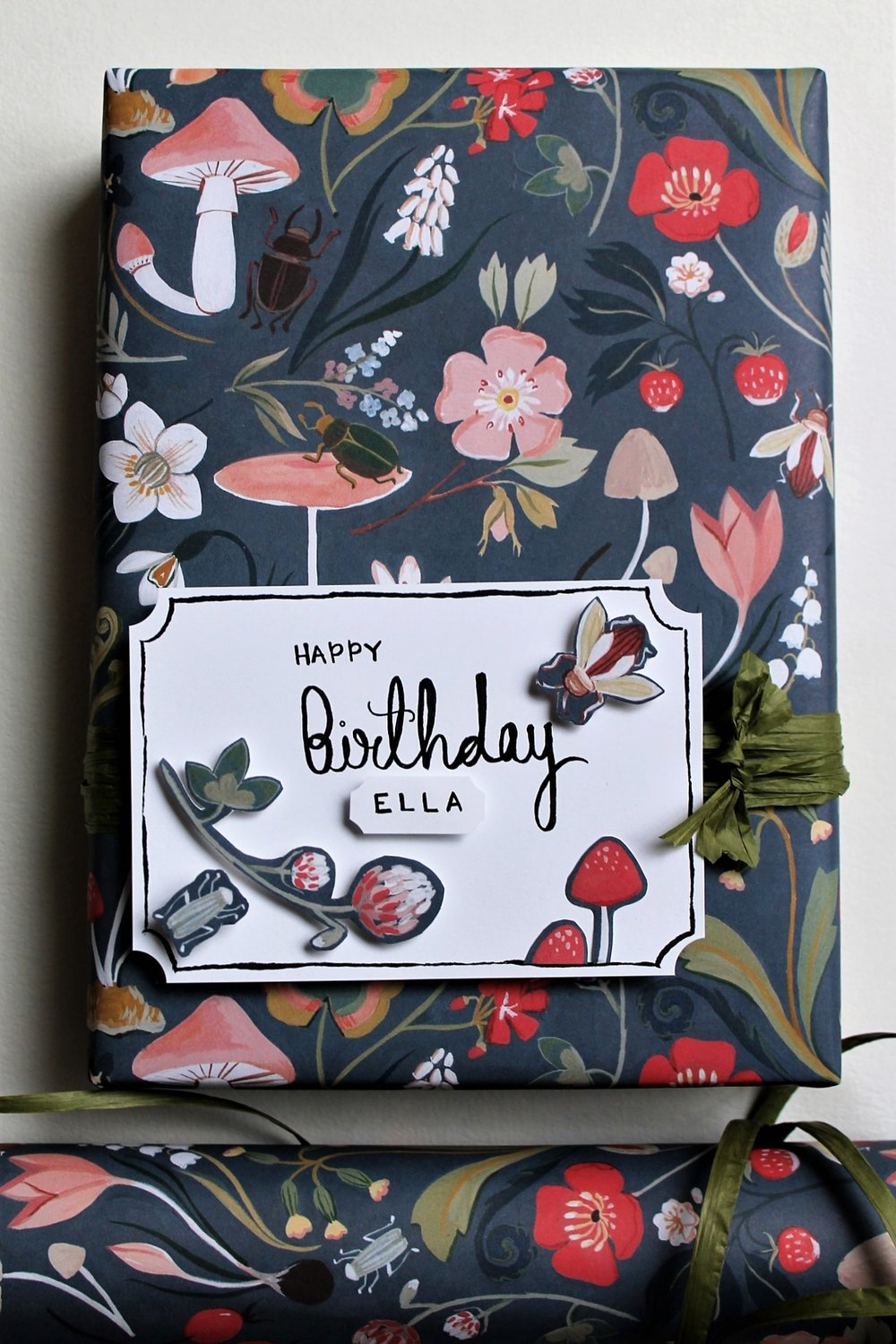 How to get the most out of your gift wrap paper DIY | www.maritzagarcia.website