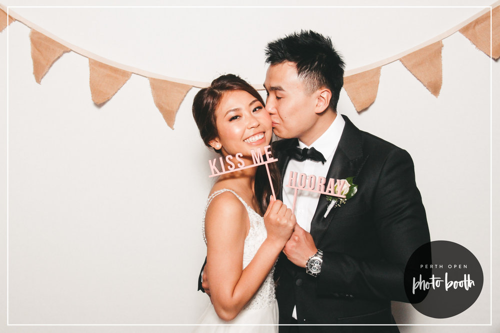 Backdrop No. 3 - White with Hessian Garlandssize: h 2m x w 2m