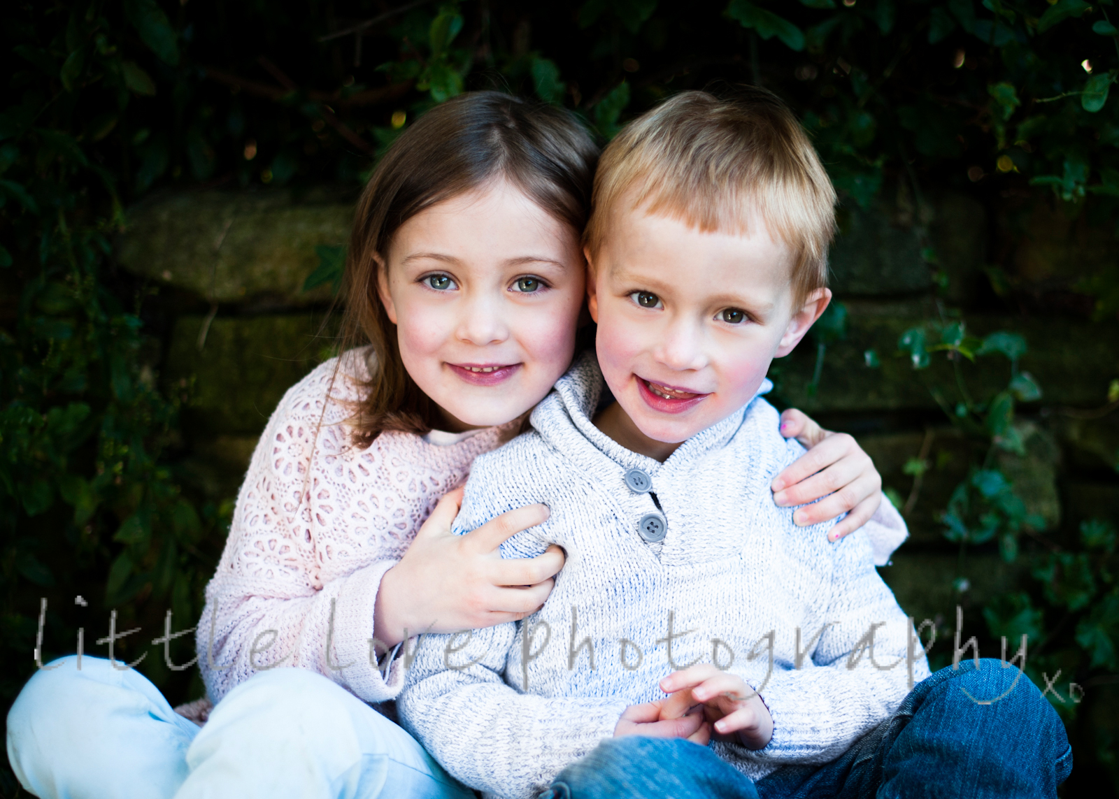 beautiful-photograph-of-brother-and-sister-in-natural-light-candid-and-unposed-by-little-love-photography