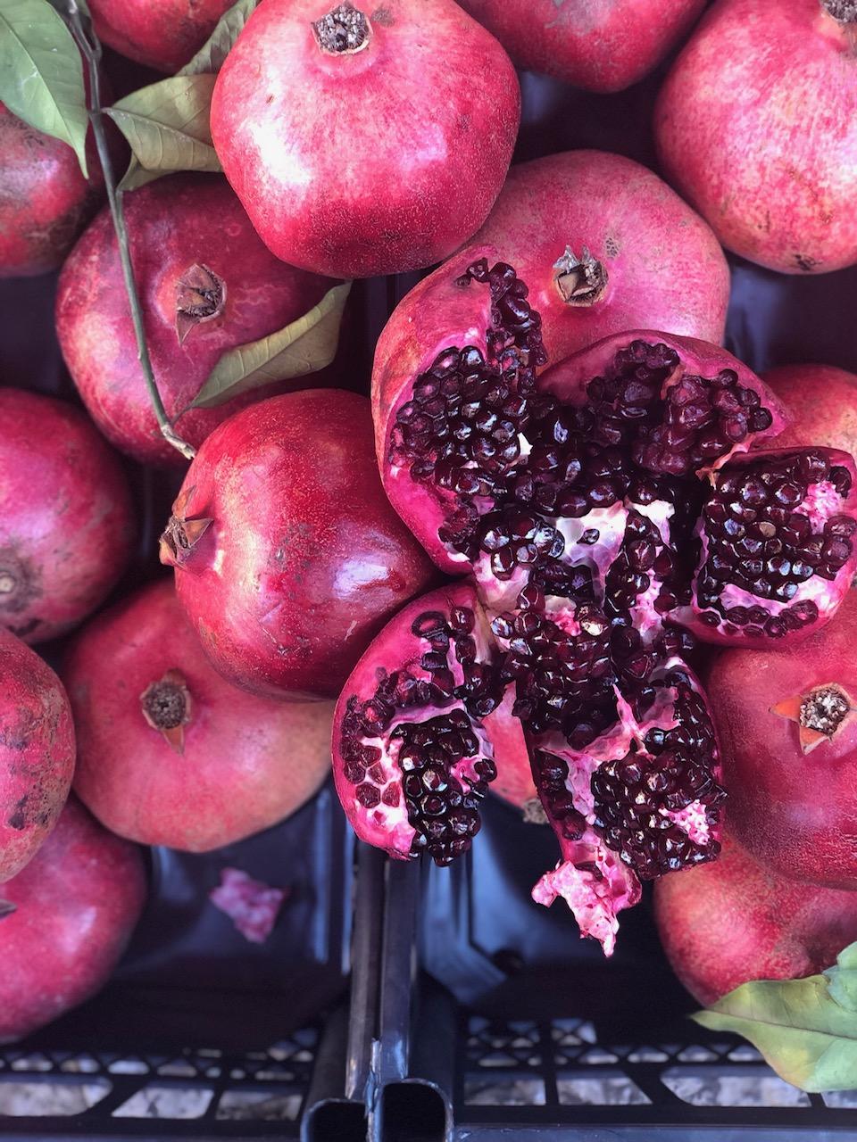 fresh pomegranate juice melograno sicilian palermo best fruit juice.jpeg