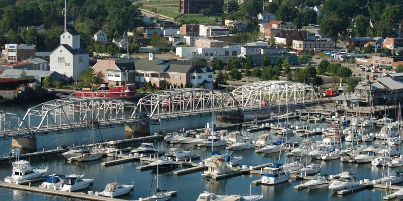 sturgeon bay hispanic single men Work and jobs in sturgeon bay: detailed stats about occupations, industries, unemployment, workers, commute average climate in sturgeon bay, wisconsin.