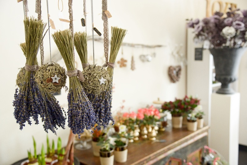 Lavendel und Flechtenkugel