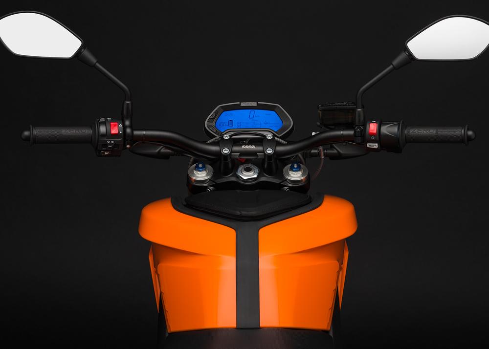 2015_zero-ds_detail_rider-view-led_1680x1200_press.jpg