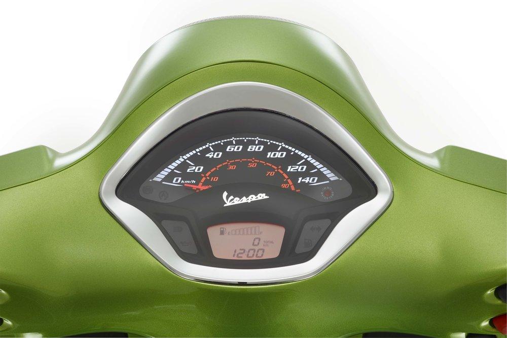 Vespa GTS 300 Super (12).jpg