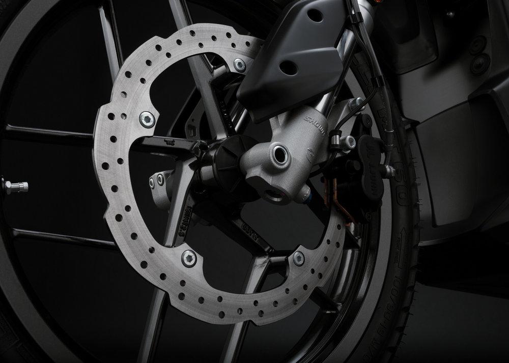 2016_zero-dsr_detail_front-brake_1680x1200_press.jpg