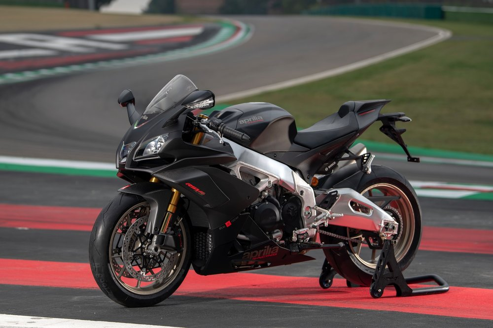2019-Aprilia-RSV4-1100-Factory-First-Look-superbike-motorcycle-8.jpg