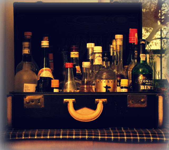 6b+Suitcase+bar+in+black+via+Through+The+Liquor+Glass+on+blogger+with+effects.jpg