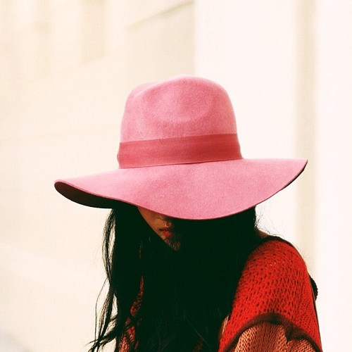 2b+DRESS+pink+fedora+hat+via+Ingrid+Cayuela.jpg