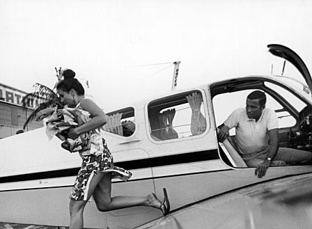 Lilly+Pulitzer+and+Peter+airplane+shot+via+Glamour.jpg