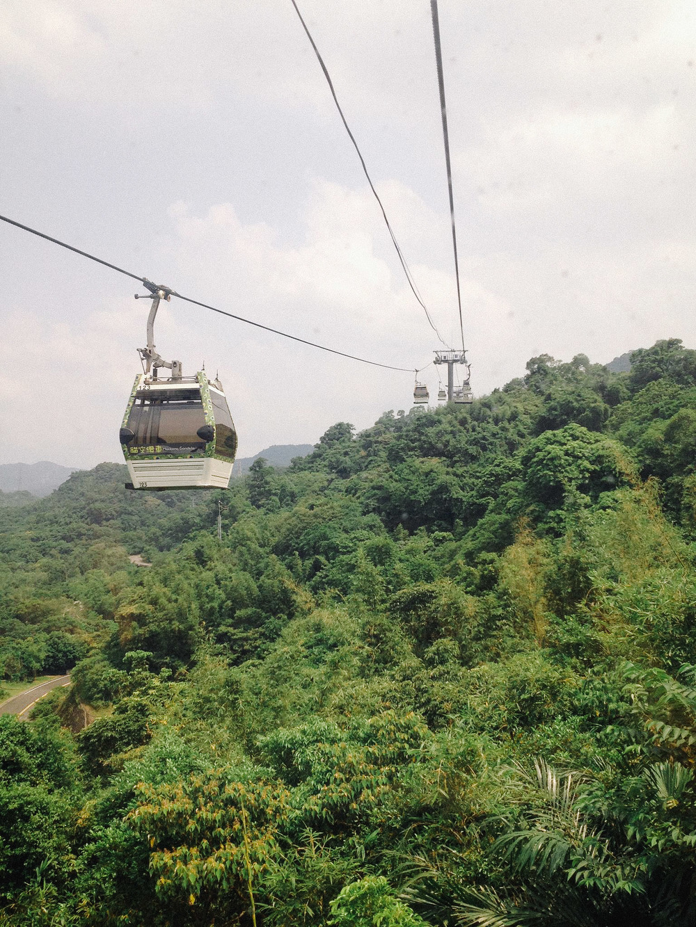 Maokong gondolas on the way up