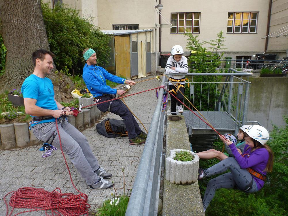 CLIMB AND LEARN  Schüler und Lehrer der Neue Mittelschule Wilten