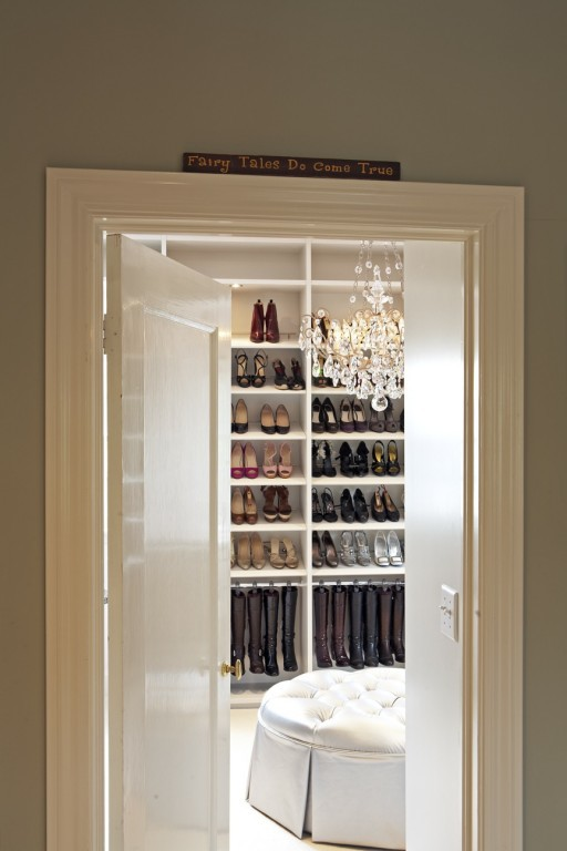 sweethomestyle :     (via  thesecretlovers ,  pictureperfecthome )     would absolutely love something like that in my house next time.