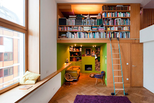 (via  lovelyhomes )   bookshelf inspiration!