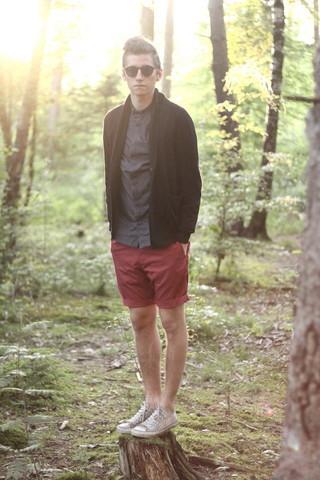 lookbookguys :      AWAKE MY SOUL       red shorts!