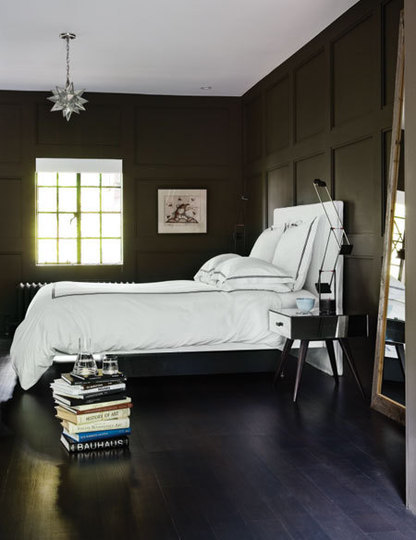 (via designismymuse) Loving the dark walls and the bedside lamp! And the HUGE MIRROR!