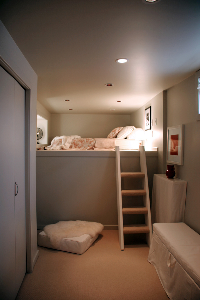 (via sweethomestyle) Now, this is what you should do with a small room.