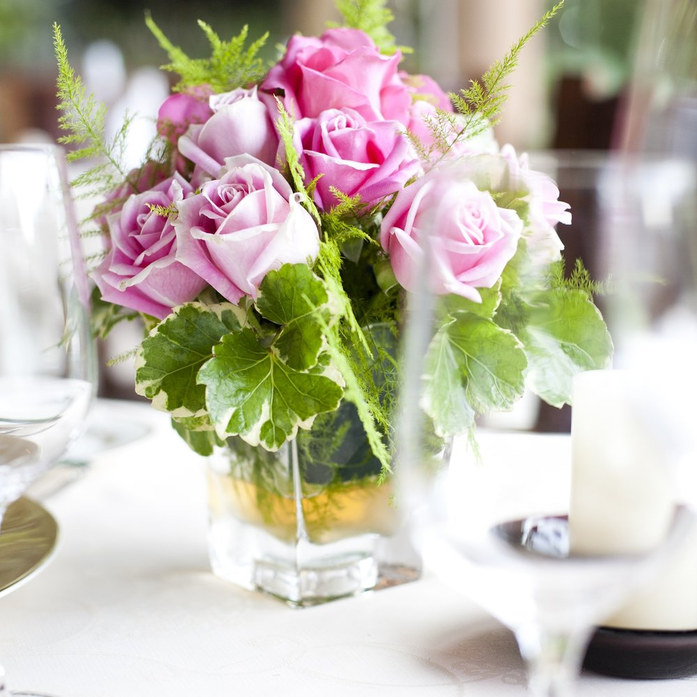 place-setting-on-a-table-at-a-wedding-reception_SwJGr2JdhMx.jpg