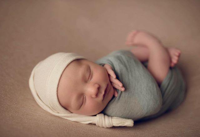 💙 Hayes 💙 #newborn #newbornphotography #babylove #newbornposing #newbie #wrapping #wmphotography @whitneytromblee