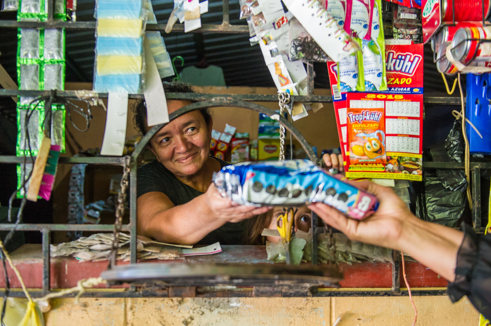 Picture of a shop owner in El Salvador by Dawn Deeks nonprofit photography
