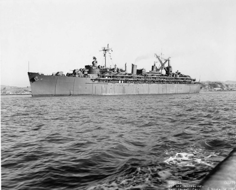 USS_Nereus_AS-17_1945.jpg