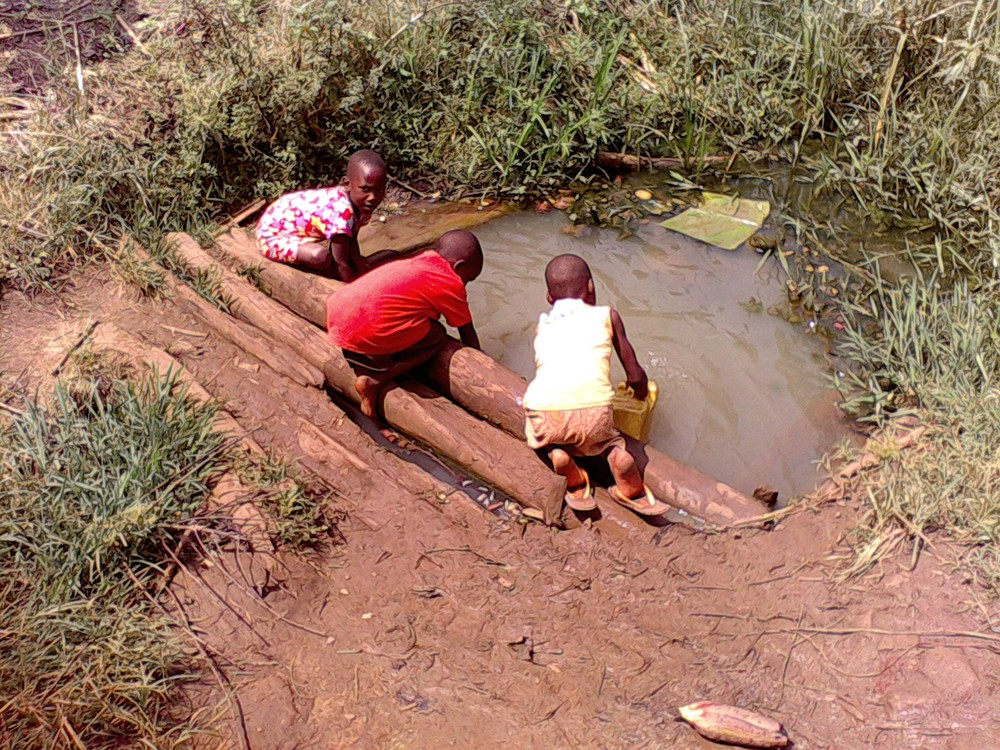 Children fetching water from the dirty and contaminated pond.