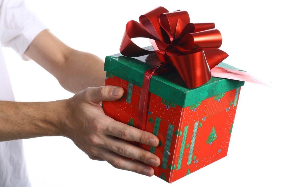 Giving gift (2).jpg