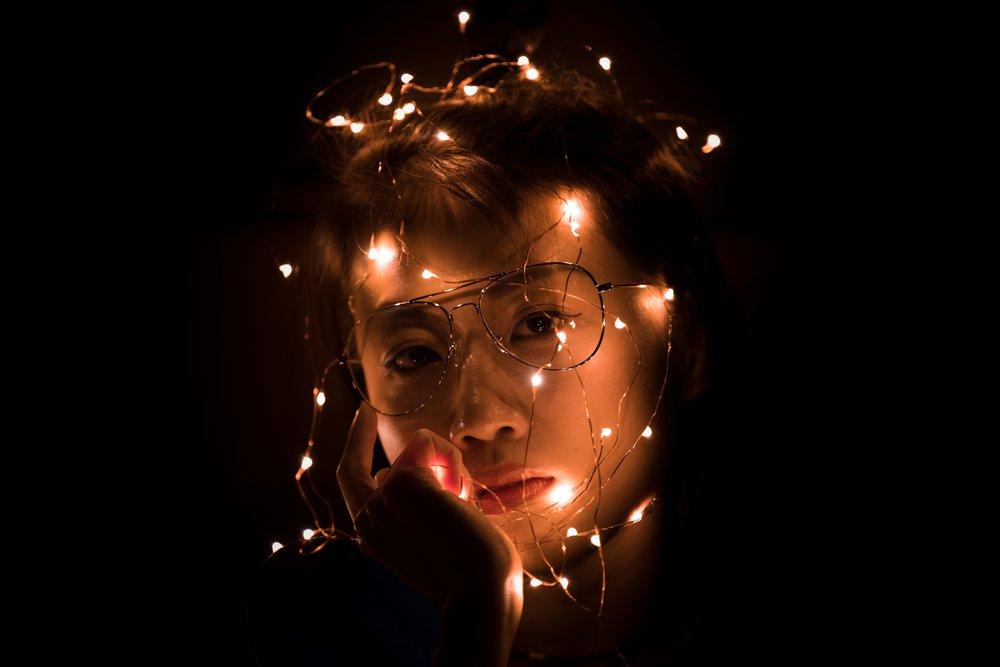 La mente es el proceso que lleva a cabo el cerebro con la información que recibe del entorno. Autor de la foto:  YIFEI CHEN  en  Unsplash .