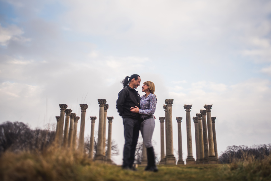 002 freelensing couple in front of pillars