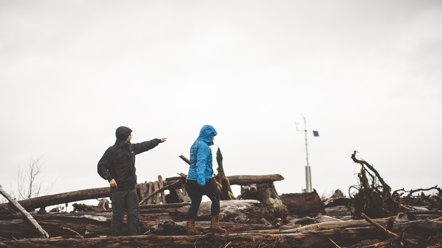 004 couple in rainstorm vashon island