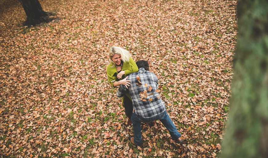 007 couple throwing leaves at each other