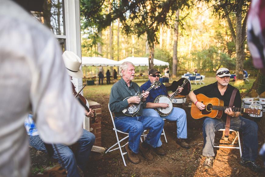 008-bluegrass-band-farm-wedding