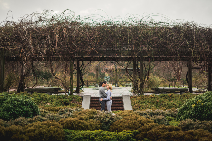 009 wide shot of couple surrounded by bushes