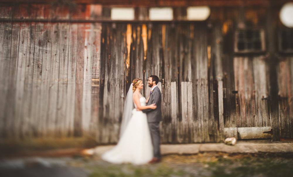 020 - freelensing bride and groom in front of old barn virginia.jpg