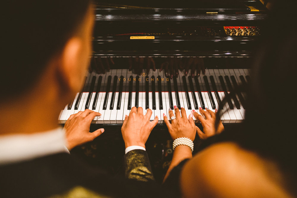 010 - couple plays piano together on their virginia engagement session.jpg