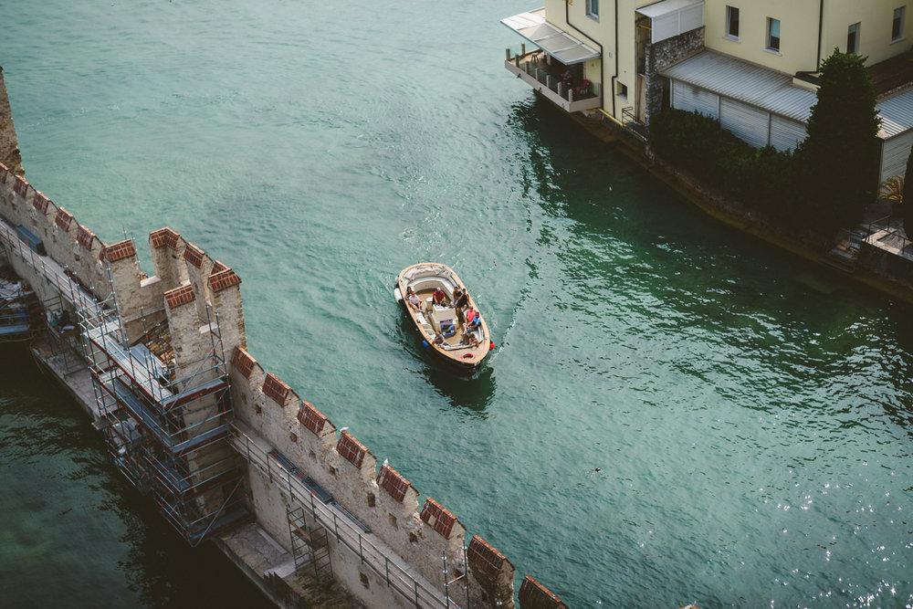 076 - boat on italian lake.jpg