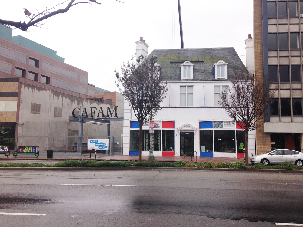 The Cafam building, one of my favorites. It was a rainy day, but people still came in!