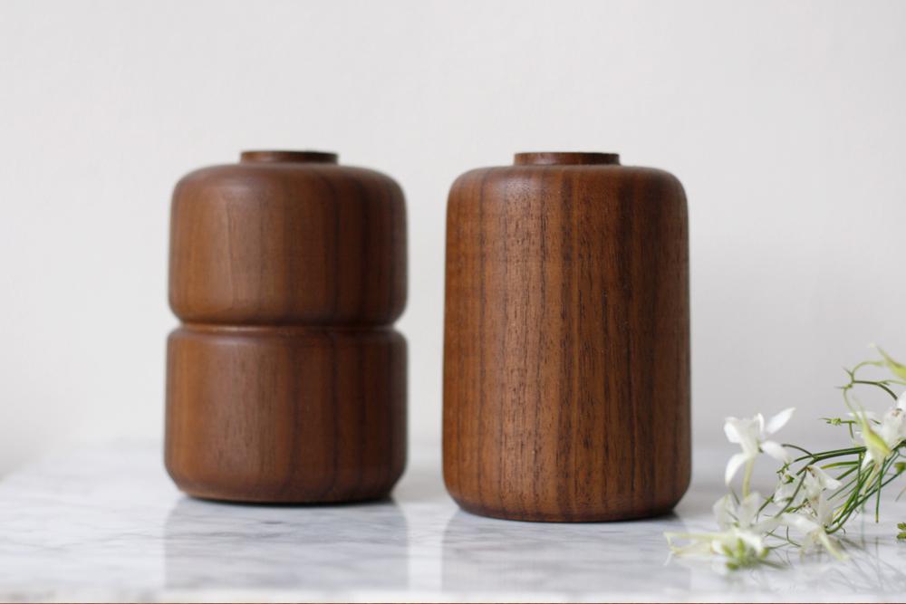 Walnut-Vases-Set_4.jpg