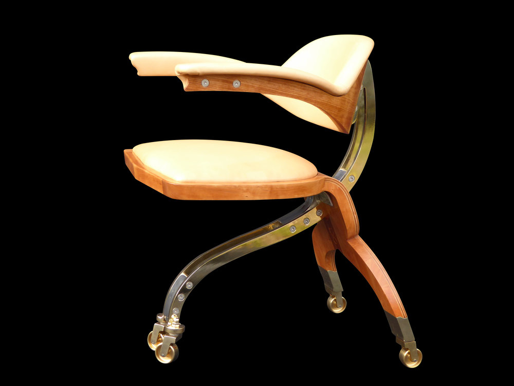 Riunióne desk chair side view