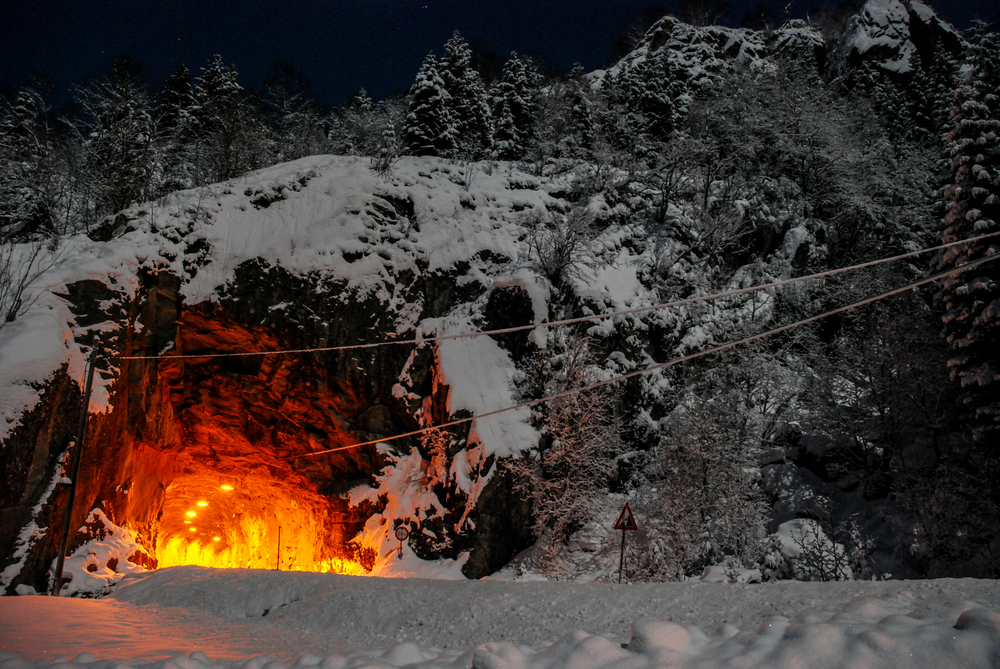 Tunnel_30x20.jpg