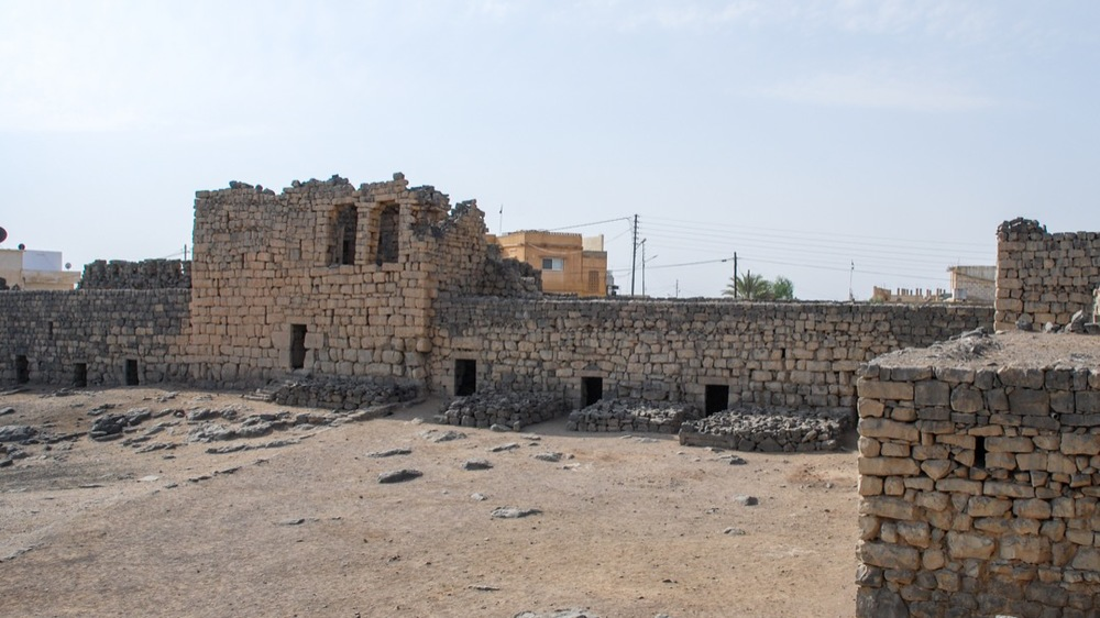 Rooms along the wall