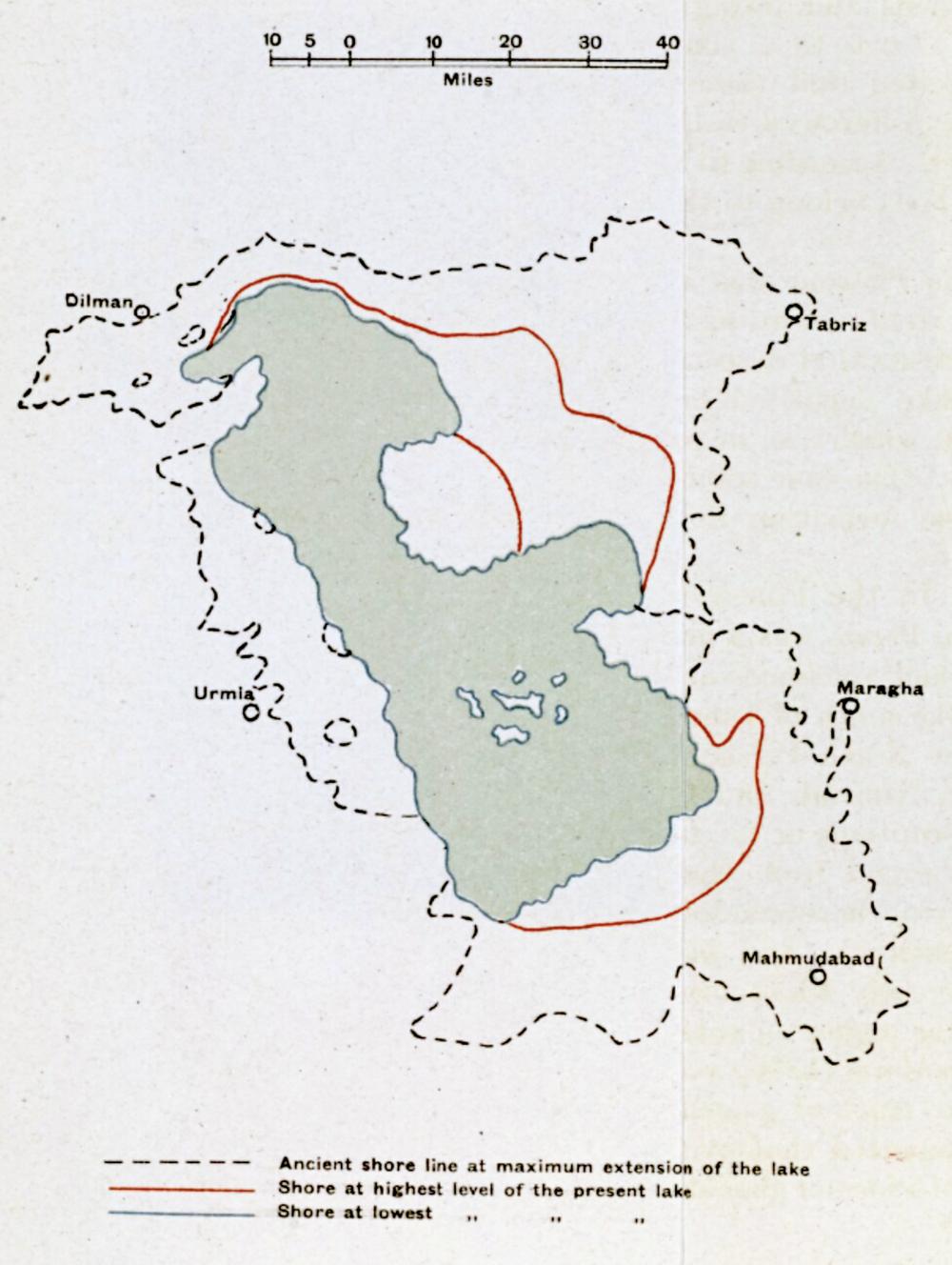 Ei britisk geologisk oversikt viser Urmia-sjøen sine dimensjonar slik ein trudde den var i mai 1918 ('Fig. 6 The Former Extension of Lake Urmia (after de Morgan)'IOR/L/MIL/17/15/54, p 46A)