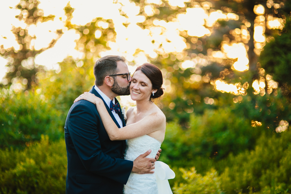 Booth-Bay-Harbor-Maine-Wedding-Beach-Tent-Cliffs-Ocean-New-England-Wedding-Photography-Emily-Tebbetts-13.jpg
