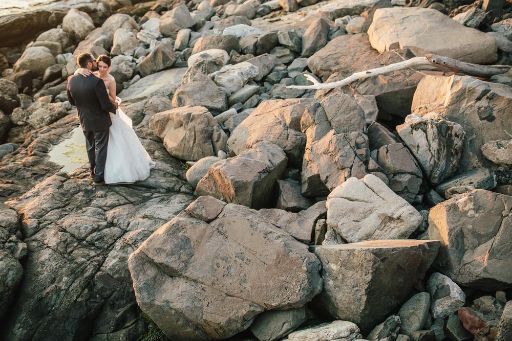 Booth-Bay-Harbor-Maine-Wedding-Beach-Tent-Cliffs-Ocean-New-England-Wedding-Photography-Emily-Tebbetts-24.jpg