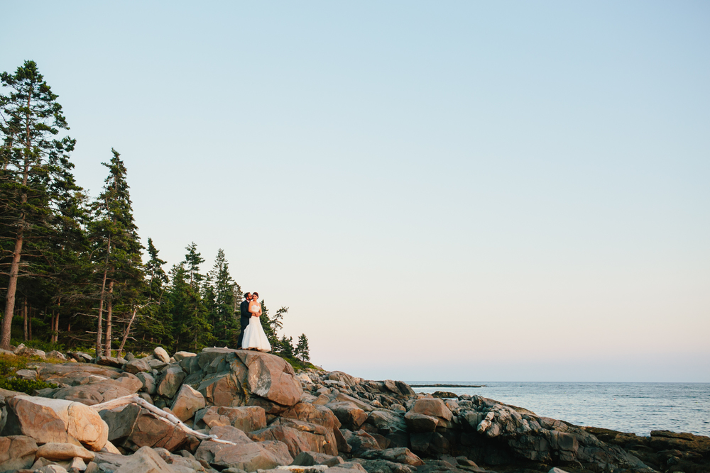 Booth-Bay-Harbor-Maine-Wedding-Beach-Tent-Cliffs-Ocean-New-England-Wedding-Photography-Emily-Tebbetts-33.jpg